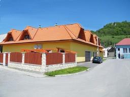 Chata Blava www.ubytovanienaorave.sk Vstúpte
